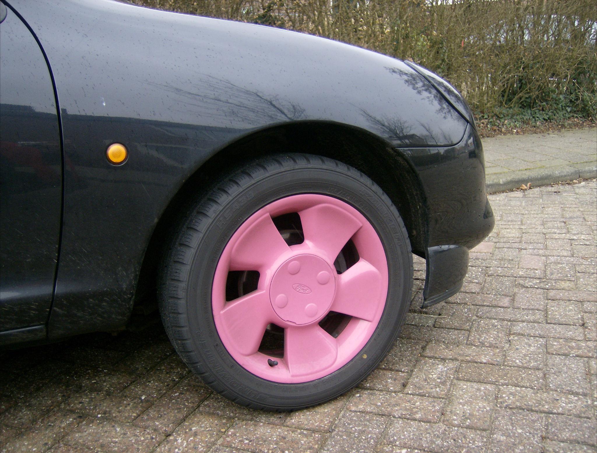 een met roze velgen